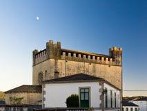 Iglesia del Romanesque y castillo de Portomarin Fotografía de archivo libre de regalías