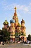 Iglesia del `s de la albahaca del St en Moscú Fotos de archivo