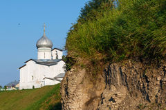 Iglesia del ` s de Peter y de Paul (Petra i Pavla s Buya del ` de Cerkov) en Pskov, Foto de archivo libre de regalías