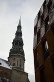 Iglesia del ` s de San Pedro en Riga Imagen de archivo