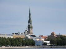 Iglesia del `s de San Pedro en Riga vieja Imágenes de archivo libres de regalías