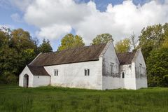 Iglesia del ` s del St Teilo, St Fagans, País de Gales Foto de archivo