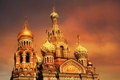 Iglesia del salvador en la sangre Spilled o catedral de la resurrección de Cristo en la puesta del sol, St Petersburg foto de archivo
