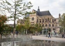 Iglesia del santo-Eustache cerca del foro de Les Halles en París, Francia fotos de archivo