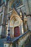 Iglesia del santo Ludmila en Praga entrada Arquitectura de la calle de Praga Imagen de archivo libre de regalías