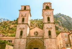 Iglesia del santo Tryphon en la ciudad vieja de Kotor montenegro Imágenes de archivo libres de regalías