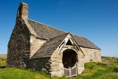 Iglesia del siglo XII del St Celynin imagen de archivo libre de regalías