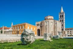 Iglesia del St Donatus en la luz del día en la ciudad vieja, Zadar, Croacia imagen de archivo