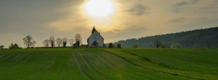 Iglesia del St Huberto en Idsworth cerca de Finchdean en los plumones del sur parque nacional, Reino Unido imagen de archivo libre de regalías