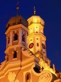Iglesia del St Ulrich en la noche Fotos de archivo