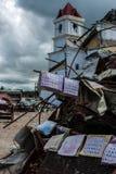 Iglesia destruida, calendarios de Clarin en restos Imágenes de archivo libres de regalías