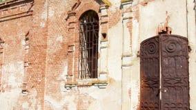 iglesia destruida en Rusia Catedral rural cristiana rusa vieja bajo reconstrucción metrajes
