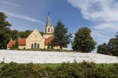 Iglesia detrás de las paredes Imágenes de archivo libres de regalías