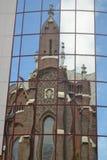 Iglesia divertida en el espejo Fotos de archivo libres de regalías