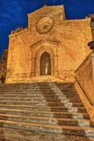 Iglesia en Custonaci, la hora azul imagen de archivo libre de regalías