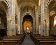 Iglesia en el Anzy-le-Duc con el interior fotos de archivo