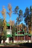 Iglesia en el bosque del otoño Foto de archivo
