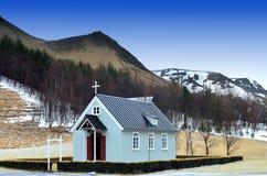 Iglesia en el campo, Islandia Imágenes de archivo libres de regalías