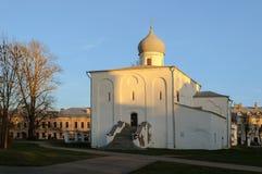 Iglesia en el patio comercial, Veliky Novgorod de la suposición Fotografía de archivo