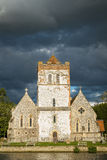 Iglesia en el río Támesis, Inglaterra Foto de archivo