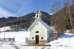 Iglesia en invierno, Italia de Antholz Obertal Fotos de archivo
