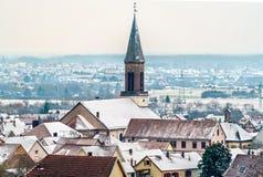 Iglesia en Kintzheim, un pueblo de Matrin del santo en Bas-Rhin - Alsacia, Francia foto de archivo