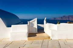 Iglesia en la aldea Oia, Santorini foto de archivo libre de regalías
