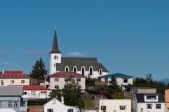 Iglesia en la ciudad de Borgarnes en Islandia imagen de archivo