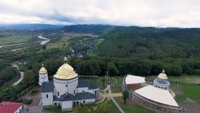 Iglesia en la colina almacen de video