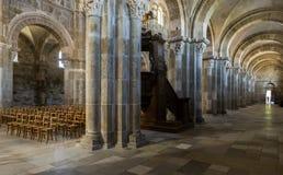 Iglesia en la entrada y el interior de Vezelay fotos de archivo libres de regalías