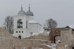Iglesia en la fortaleza de Izborsk Imágenes de archivo libres de regalías