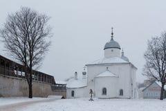 Iglesia en la fortaleza de Izborsk Imagenes de archivo