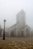 Iglesia en la niebla Foto de archivo