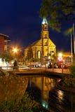 Iglesia en la noche fotografía de archivo libre de regalías