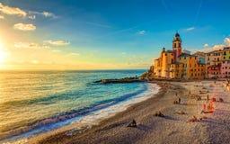Iglesia en la playa en la puesta del sol Imágenes de archivo libres de regalías