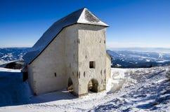 Iglesia en las montañas Foto de archivo libre de regalías