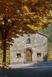 Iglesia en las montañas Imagenes de archivo