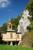 Iglesia en montañas Fotos de archivo libres de regalías