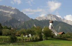 Iglesia en montañas Imágenes de archivo libres de regalías