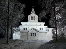 Iglesia en noche del invierno, Suecia de Gallivare Foto de archivo libre de regalías