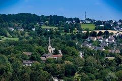 Iglesia en paisaje imagenes de archivo