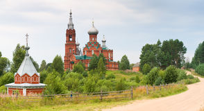 Iglesia en Rusia del ladrillo rojo Imágenes de archivo libres de regalías