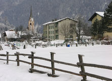 Iglesia en Sachsenburg, Austria fotografía de archivo