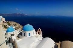 Iglesia en Santorini, Grecia.   Foto de archivo