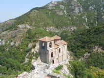 Iglesia en tapa de la montaña Fotografía de archivo libre de regalías