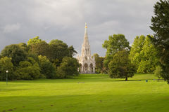 Iglesia en un parque de Bruselas Imagenes de archivo