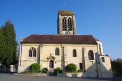 Iglesia en un pueblo cerca de Par?s en Francia, Europa fotografía de archivo libre de regalías