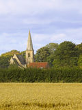 Iglesia en una configuración rural Foto de archivo
