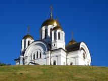 Iglesia en una cuesta Imagenes de archivo