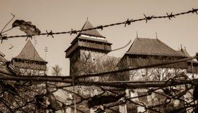 Iglesia fortificada de Viscri, Transilvania - sepia foto de archivo libre de regalías